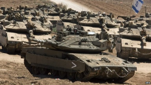 Israeli tanks near the Gaza frontier (21 August 2014)