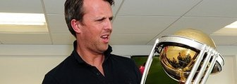 Graeme Swann with the Cricket World Cup
