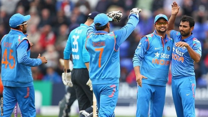Mohammed Shami (R) of India celebrates with Suresh Raina (2R) and MS Dhoni after capturing the wicket of Alastair Cook