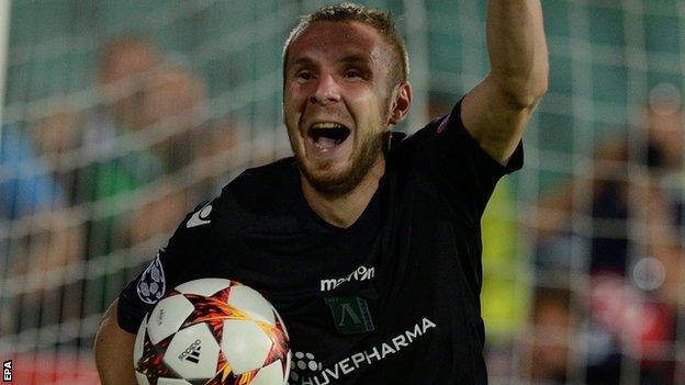 Uefa vill stoppa trippla straff