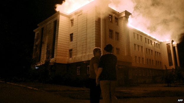 School in Donetsk on fire after being hit by shelling. 27 Aug 2014