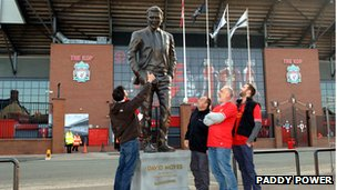 David Moyes statue outside Anfield