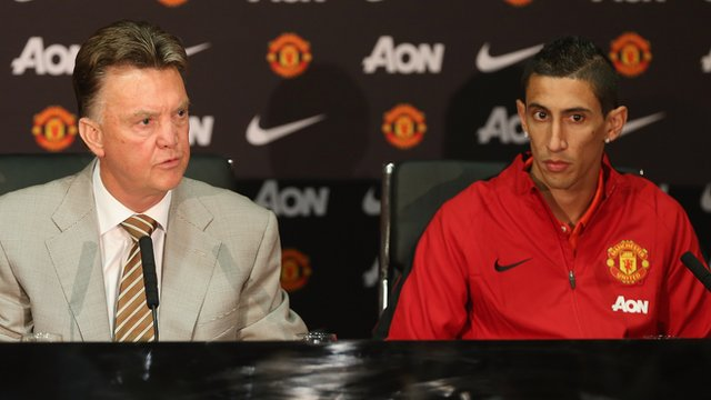 Manchester United's Louis van Gaal and Angel Di Maria