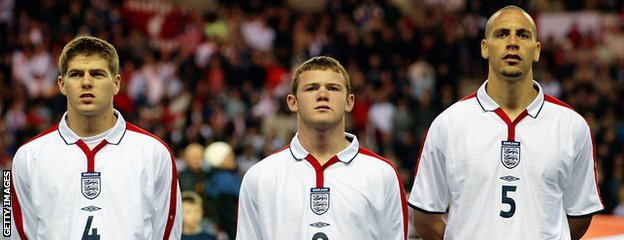 Wayne Rooney (centre) flanked by Steven Gerrard (left) and Rio Ferdinand