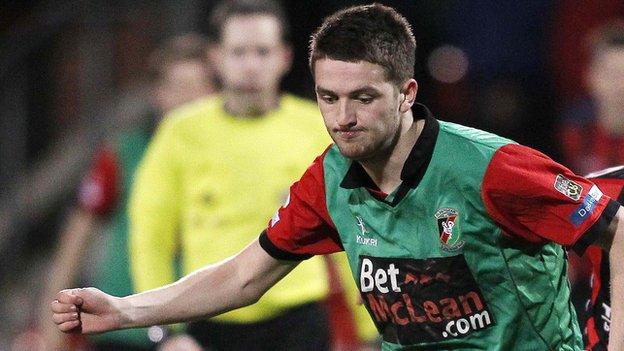 Jim O'Hanlon plays for Glentoran