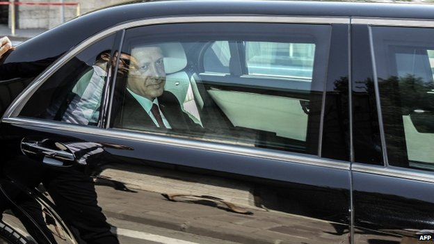 Mr Erdogan leaves after parliament after the swearing-in ceremony (28 August 2014)