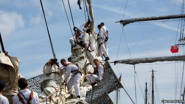 The crew of the Dar Mlodziezy rigging the sails (Pic: Cartel Photos)