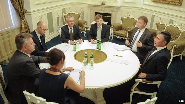 Nato Secretary General Anders Fogh Rasmussen (right) meeting Ukrainian leaders in Kiev (7 Aug 2014)