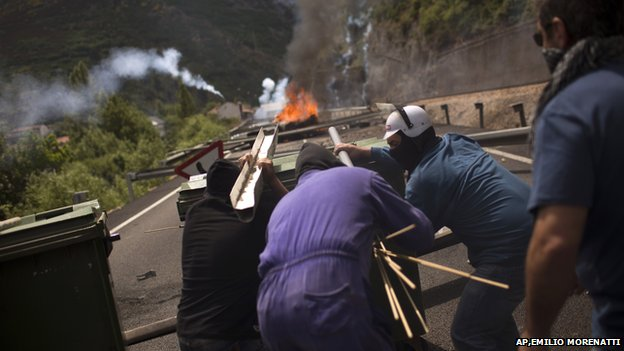 Miners fire handmade rockets at riot police in the 2012 mining strike