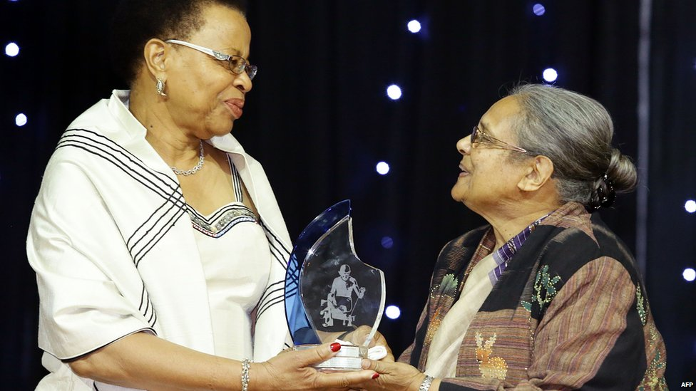 Graca Machel receives the Mahatma Gandhi International Peace and Reconciliation award from Ela Gandhi - Durban, South Africa  - Thursday 28 August 2014