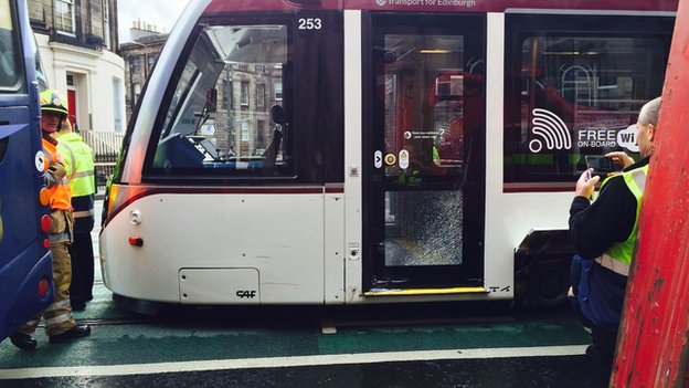 edinburgh bus and tram crash