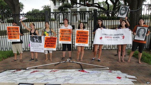 Abortion rights supporters take a stand outside the governor's mansion 29 August 2014