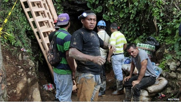 Rescuers stand at the entrance of the gold mine where miners are trapped in Nicaragua - 29 August 2014