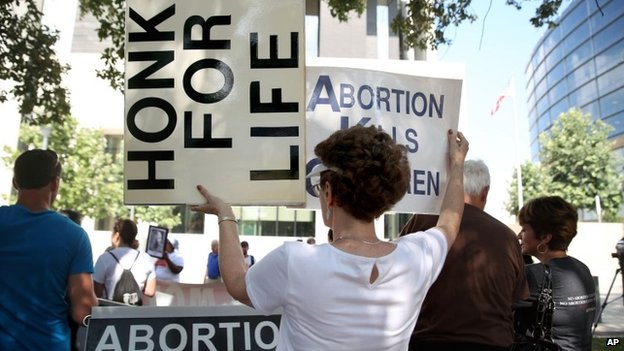 Anti-abortion and pro-abortion rights groups hold separate rallies near the federal courthouse in Austin, Texas 4 August 2014