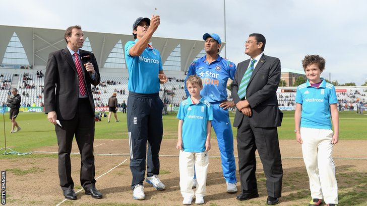 Alastair Cook and Mahendra Dhoni