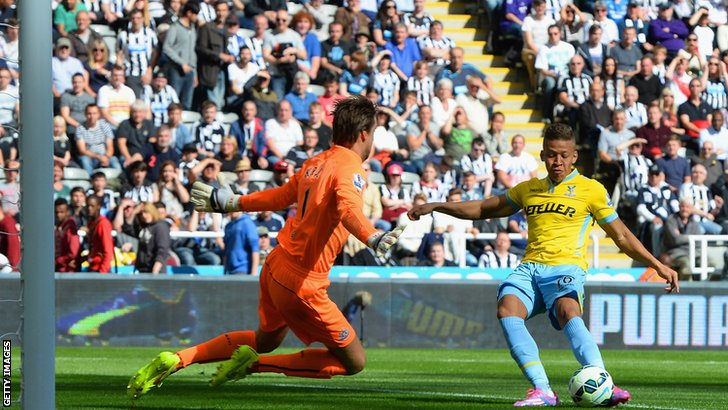 Dwight Gayle scores to put Crystal Palace in front