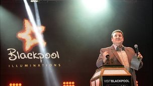 Peter Kay switches on the Illuminations