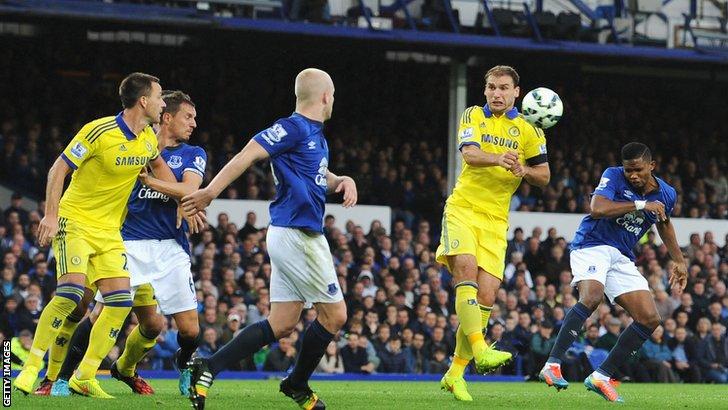 Samuel Eto'o scores Everton's third goal against his former club Chelsea