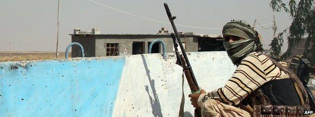 A Shia Turkmen fighter in Amerli, 4 August 2014