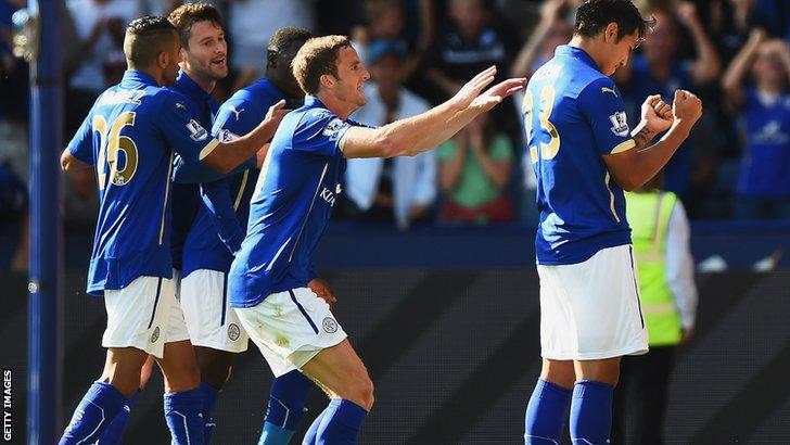 Leonardo Ulloa celebrates Leicester's equaliser