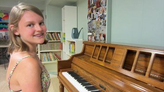 Alana Saarinen at a piano