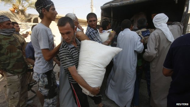 Amerli residents receive aid from a Kurdish political party - 1 September