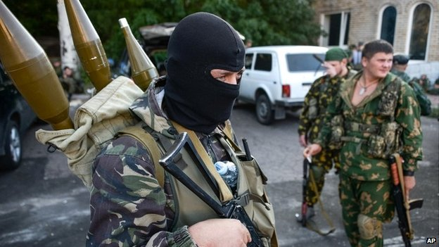 Pro-Russian rebels prepare arms for the the assault on the positions of Ukrainian army in Donetsk airport, eastern Ukraine - 31 August 2014