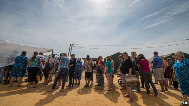 Ukrainians queue for food at a refugee camp in Rostov region in Russia (August 2014)