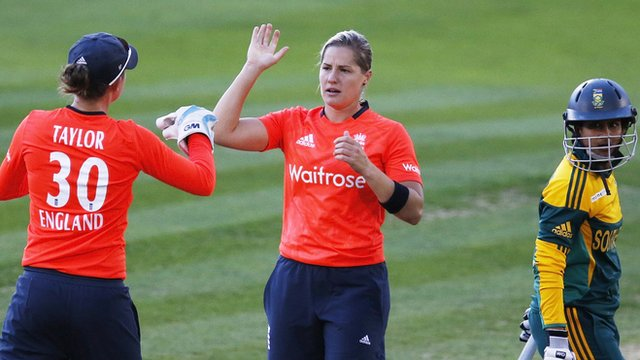 England's Katherine Brunt (centre) celebrates the wicket of South Africa's Tricia Chetty