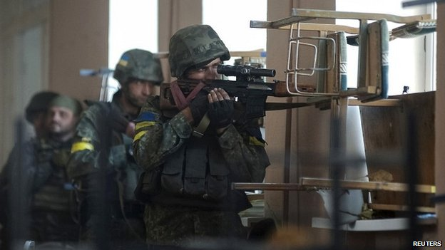 Ukrainian soldiers during fighting with pro-Russian separatists in the eastern Ukrainian town of Ilovaysk - 26 August 2014