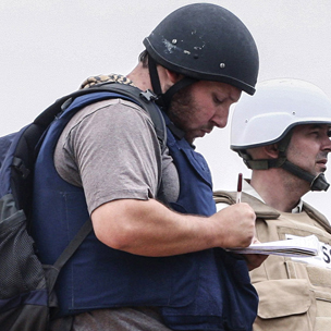 Steven Sotloff writing in a notebook