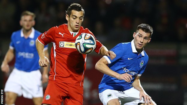 David McDaid and Stephen Lowry in action at Solitude
