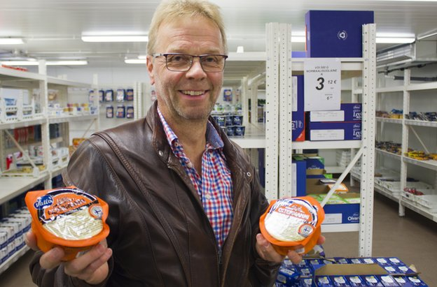 "Markus Saukkonen with ""Putin cheese"""