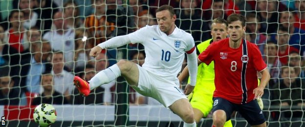 England striker Wayne Rooney (left)