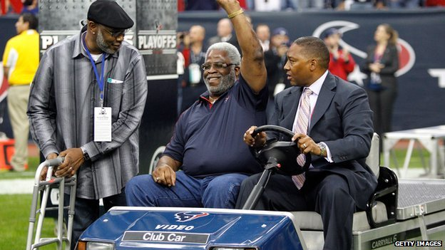 Former NFL star Earl Campbell is driven onto the field during a Houston Texans American football game in January 2013.