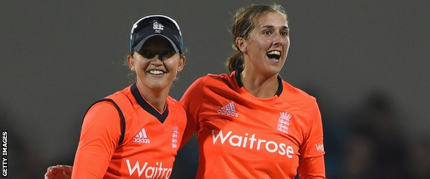 England's Sarah Taylor and Jenny Gunn