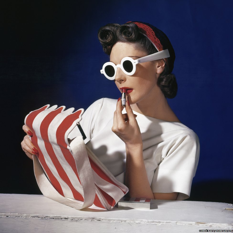 Muriel Maxwell, American Vogue cover, 1 July 1939