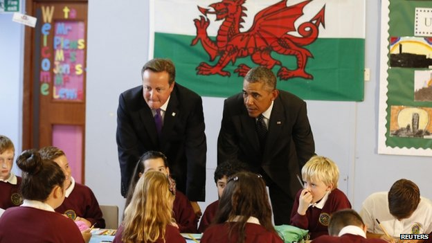 David Cameron (L) and Barack Obama visit a school in Newport (4 September 2014)