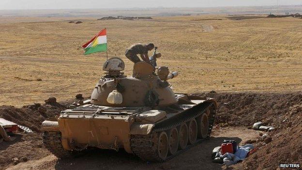 Kurdish Peshmerga fighter mans a tank in Khazir (7 September 2014)
