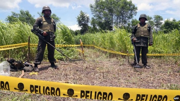 Nicaraguan soldiers standing guard in the site where a meteorite struck on 7 September, 2014 in Managua