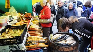 Visitors inspect the wares at a a fish stand at the Agrorus '14 exhibition in St Petersburg on 27 August 2014