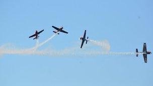 Airshow planes