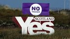 """Yes"" and ""No"" campaign banners"