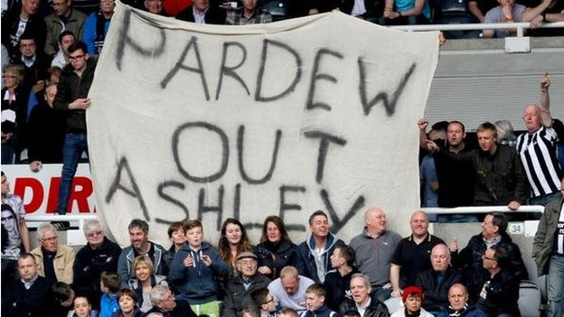 Pardew out sign