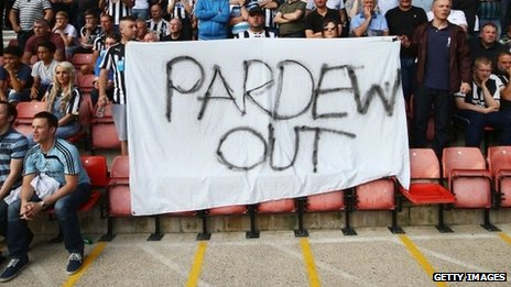 'Pardew Out' banner