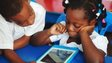 Young pupils looking at the Qelasy tablet in the Ivory Coast