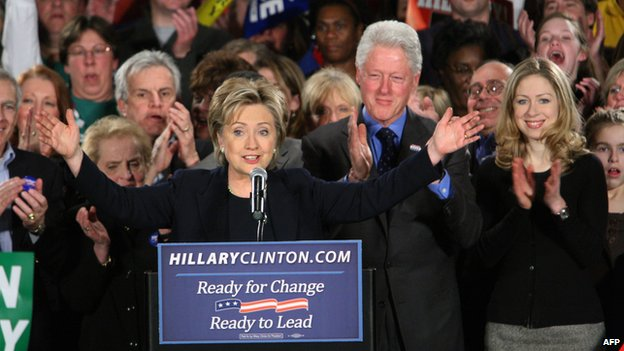 Democratic presidential hopeful and New York Senator Hillary Clinton (C), husband former US President Bill Clinton (2nd R) and daughter Chelsea Clinton (R) at a rally for supporters 03 January 2008