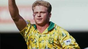 Mark Robins playing for Norwich City in the 1990s