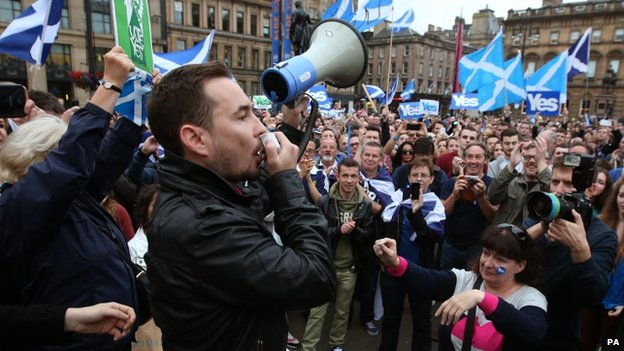 Martin Compston speaking at Yes rally in Glasgow