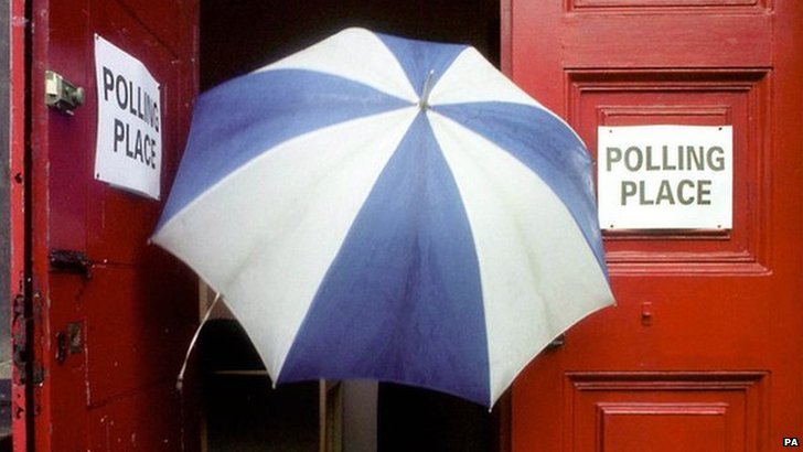 voter with umbrella at 1999 Holyrood election